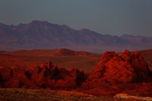 """Solnedgang og """"afterglow"""" i Valley of Fire, Nevada"""